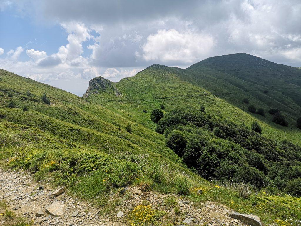 Пътят по билото на Беласица открива невероятни гледки.